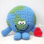 Free Crochet Pattern Planet Earth Cuddle