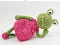 Free Crochet Pattern Frog in Dress